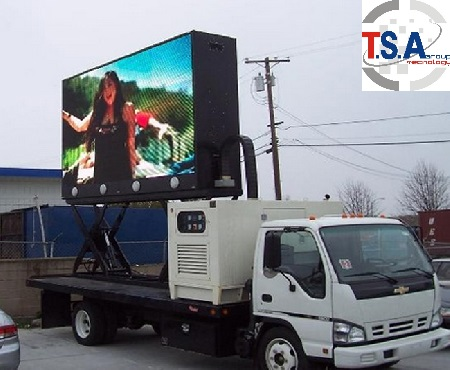 Display led su mezzi itineranti come pullman camion camion vela